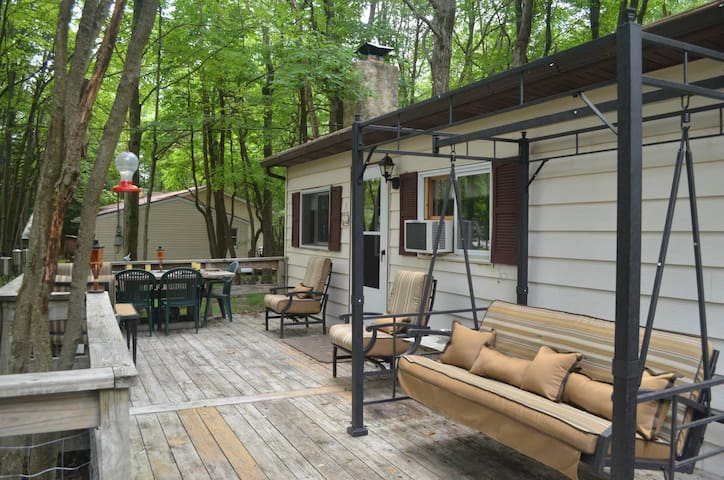 Front Porch Paradise - Pocono Cabin - Blakeslee - Cabane