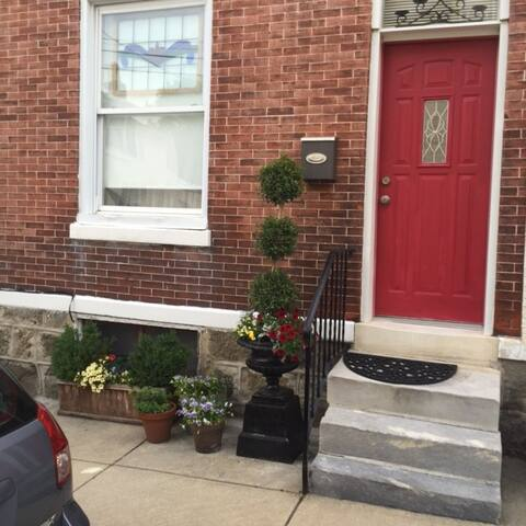 Cool 1 large bedroom in quaint , hip Manayunk.