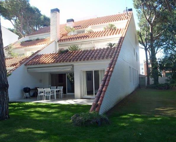 Planta baja con jardín y piscina - Pals - Apartment