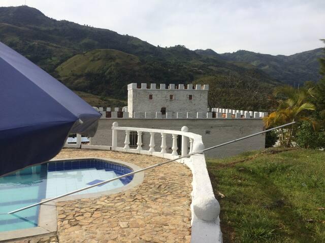 Finca, Castillo Real