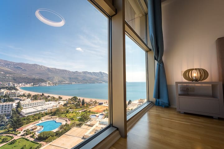 1BD Beachfront Luxury Apartment in Budva Becici