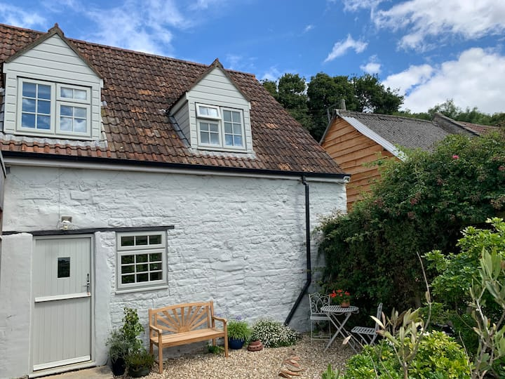Two bed farmhouse cottage in the heart of Somerset