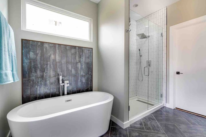 Master bath free standing tub