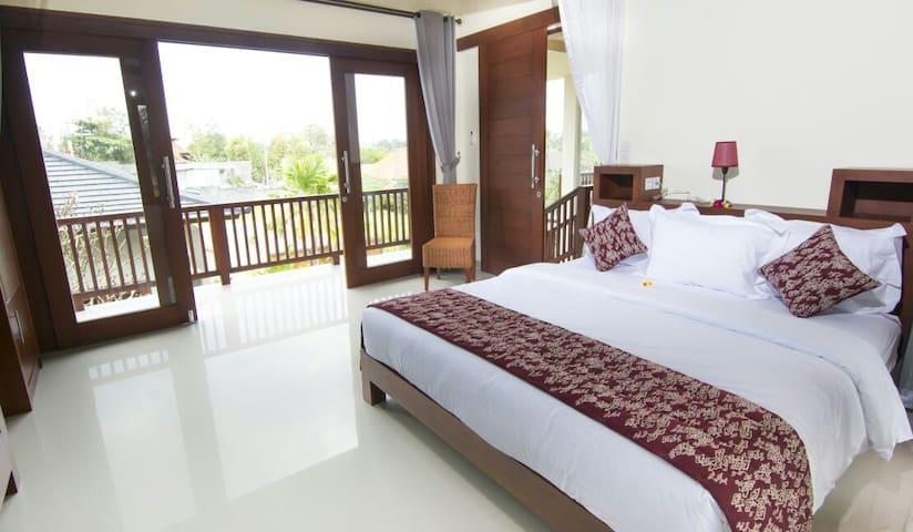 Villa Batur 3 bedroom, bedroom & balcony
