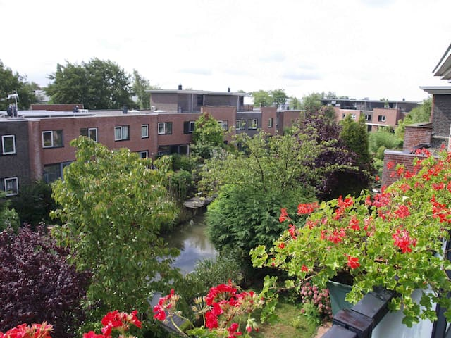 Own bathr,business/holid.freeWIFI+P - Rijswijk - Bed & Breakfast