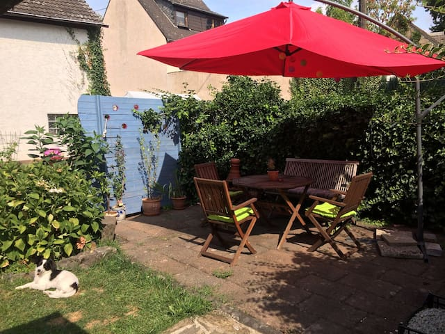 Ferienwohnung mit 2 Schlafzimmern&Garten am Rhein