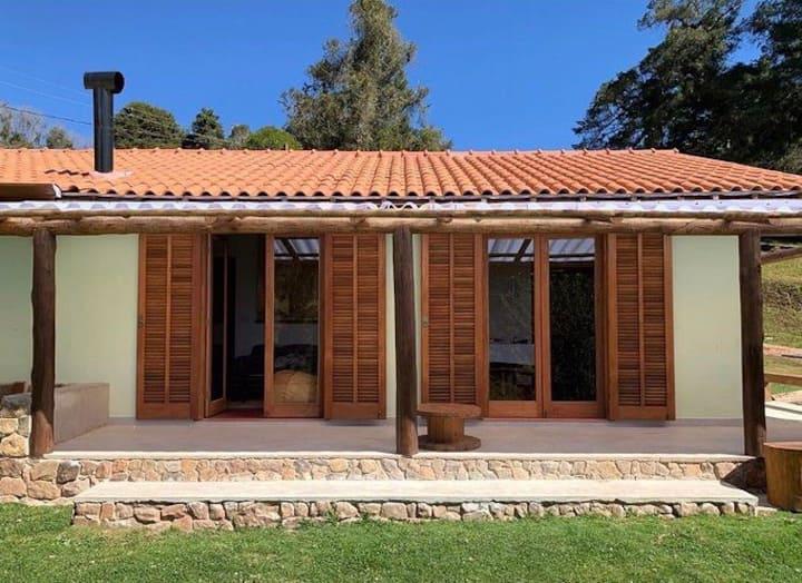 Casa simples aconchegante, linda vista na Fazenda
