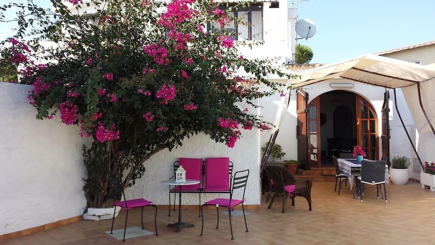 Villa Carmela (in front of the sea)