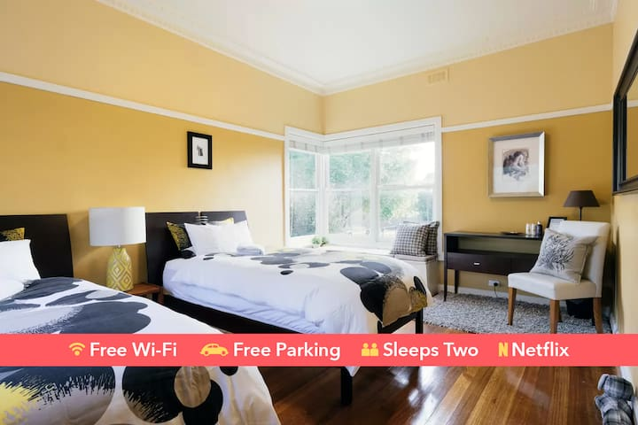 Easy Self Check-In | Twin Beds | Free Parking