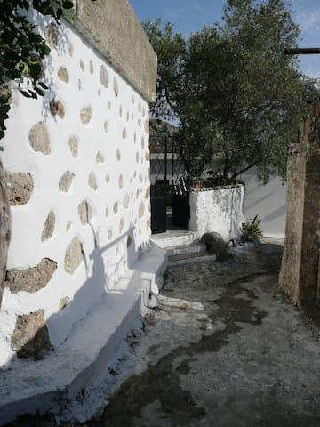 Andri Stone Villa - Anidri - บ้าน