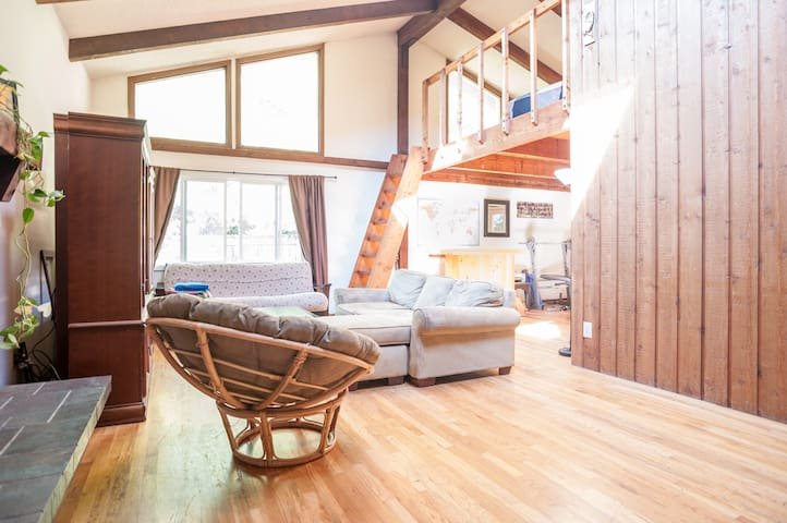 Loft Room with a Mountain View - Boulder - Loft