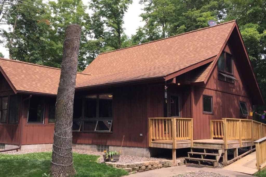 Beautiful cabin in northern wisconsin holiday homes for for Northern wisconsin home builders