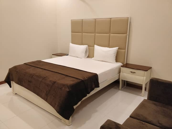 5 Star Master 2Bedrooms House on Ground Floor.