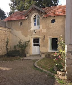 Lovely cottage close to Versailles - Bailly
