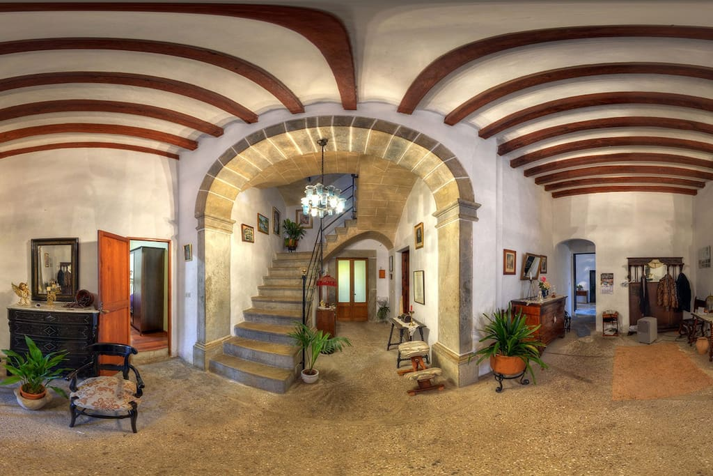 Gran masia habitacion familiar casas en alquiler en for Habitacion familiar en alquiler