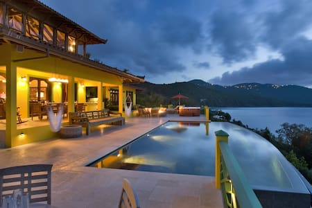 Balinese Inspired Oceanfront Villa - East End - Haus
