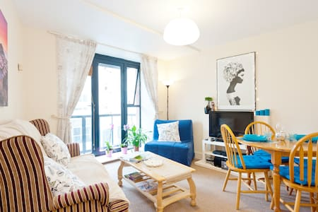 This nice and cosy apartment is located just around the corner from Jameson distillery - one of the most popular tourist spots in Dublin!   All major attractions are only about 10-15 minutes away (especially with the Luas tram stop being 3 mins walk)