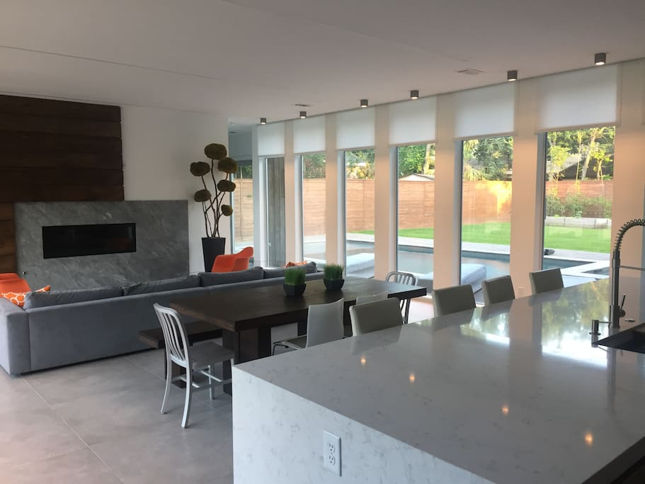Open concept kitchen, dinning and family rooms