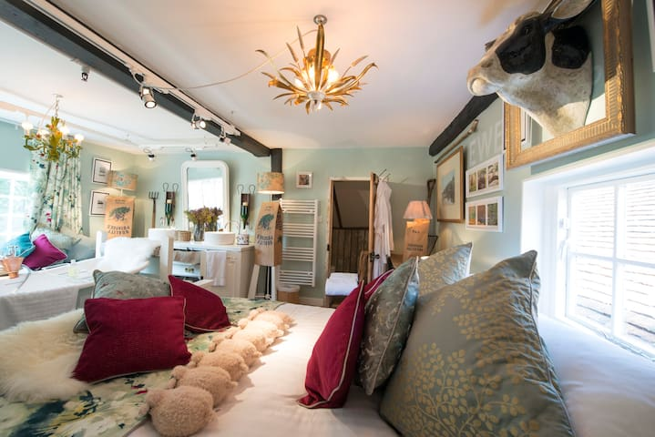 Deluxe Honeychild Suite at The Woolpack Inn