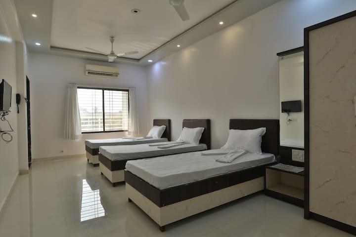 Hotel Sai Navsari - Triple Room