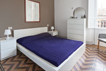 Double room in a quiet flat - Florenz - Wohnung