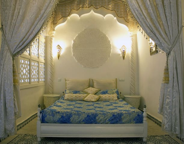 """1001 nights Suite"" DAR ARSAMA + AC, BREAKFAST"