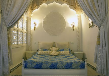 1001 NIGHTS SUITE ✪RIAD DAR ARSAMA✪ AC & Breakfast