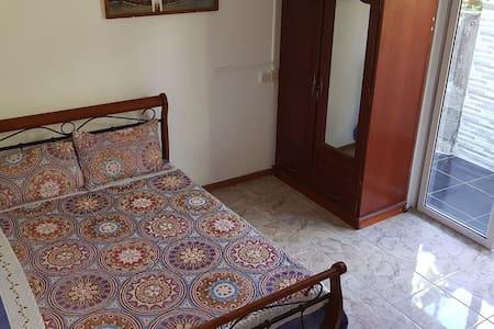 Chambre avec entrée et salle de bain indépendantes