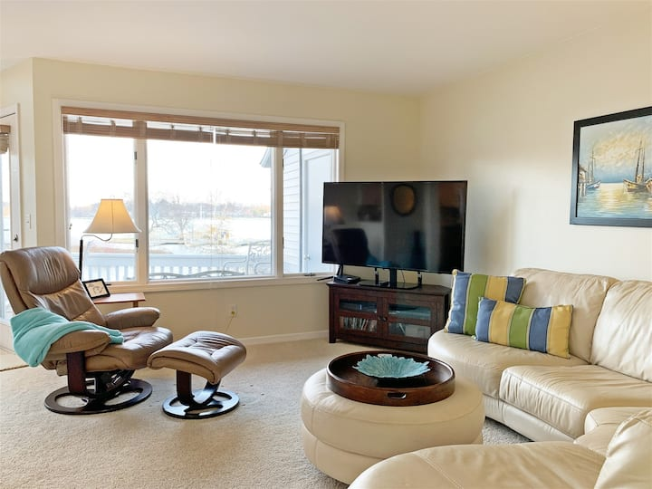 Idle Speed: Luxury Harborside Condo with Amazing Views & Swimming Pool