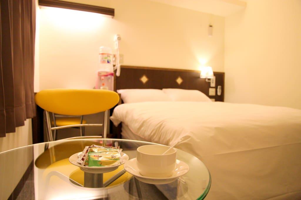 提供免費茶包及咖啡可在客房內享用