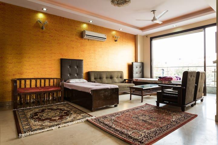 Amazing ! 4bhk service apartment . - New delhi  - Leilighet