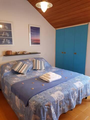 Bedroom  - 1 x double bed