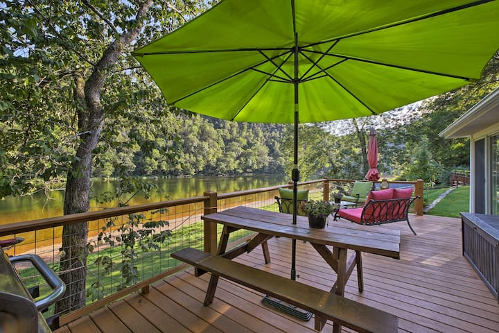Cozy Waterfront Cottage w/Deck on the White River!