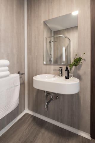 Twin/Double Room Garden View Incl own bathroom.
