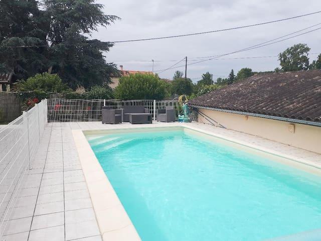 """Maison avec piscine pour des vacances """"détente"""""""