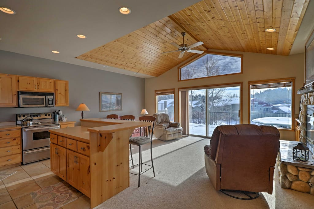 Offering accommodations for 7 throughout 1,721 square feet of wonderfully appointed living space, this home is perfect for families and friends traveling together.