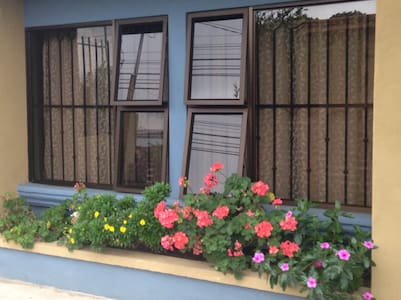 Private Bedroom 10 min from SJO Airport, wifi - Alajuela - House