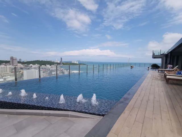 位于顶层的无边泳池,尽享日光浴