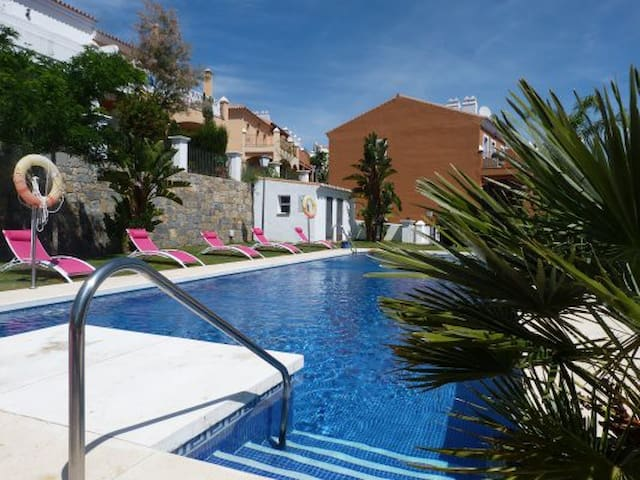 Spacious townhouses by Puerto Banus - Estepona - Huis
