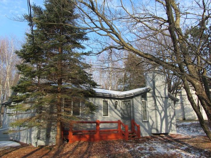 Cozy Pocono Cottage near Jack Frost and Jim Thorpe