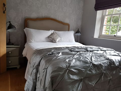 Beautiful, Double Room in Listed Barn Conversion