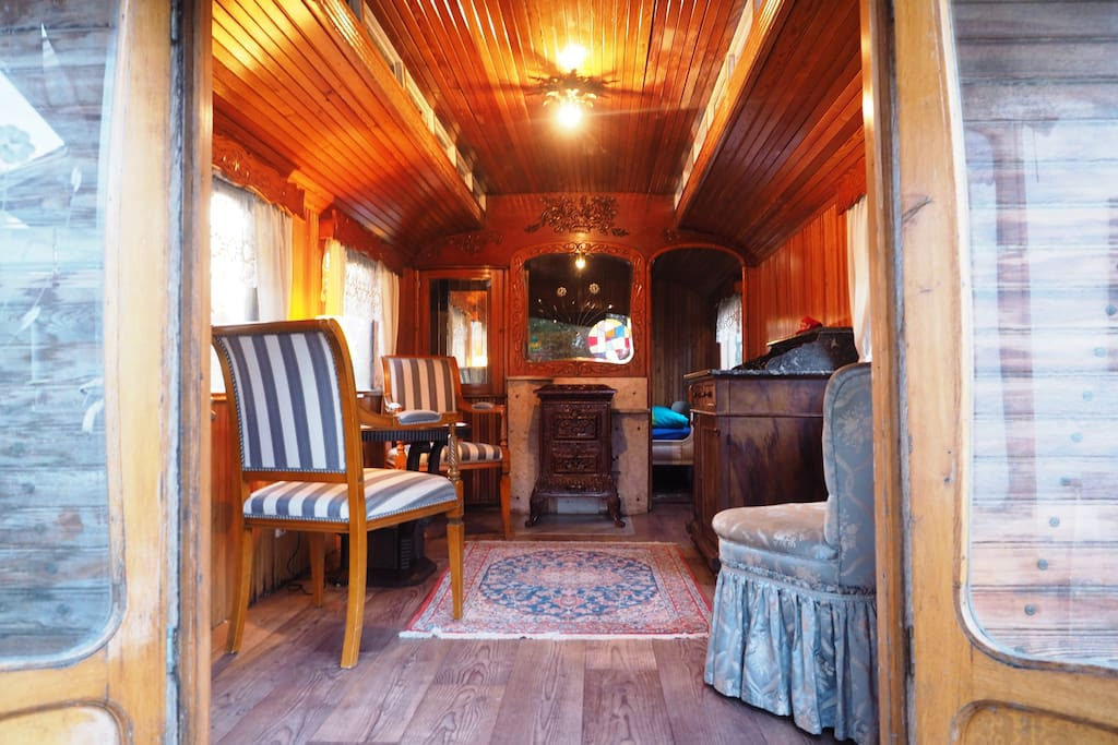 old circus caravan in murnau for 1 2 pers tiny houses for rent in murnau am staffelsee. Black Bedroom Furniture Sets. Home Design Ideas
