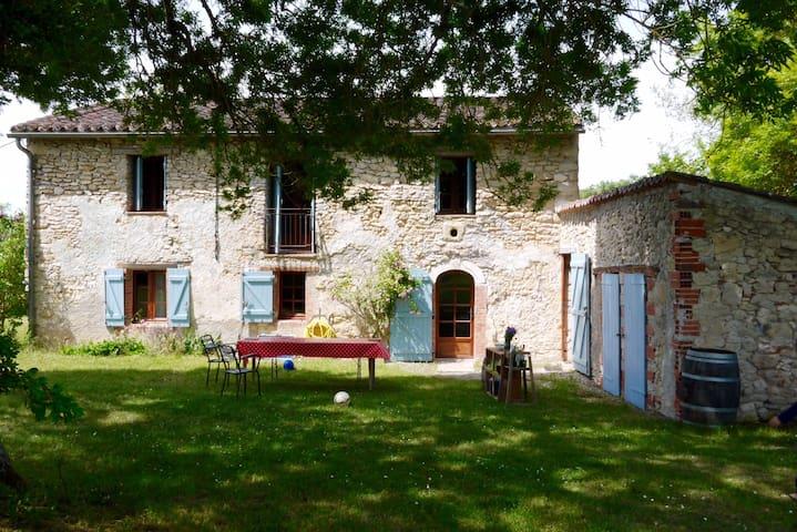 Grande maison en pierre avec piscine, très calme - Graulhet