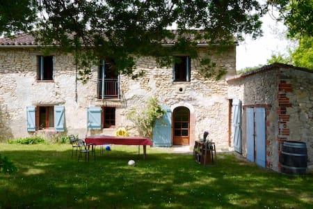 Grande maison en pierre avec piscine, très calme - Graulhet - Talo