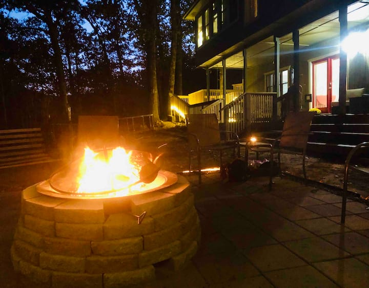 Private Suite for 1-4 Guests is Wooded AND In-Town