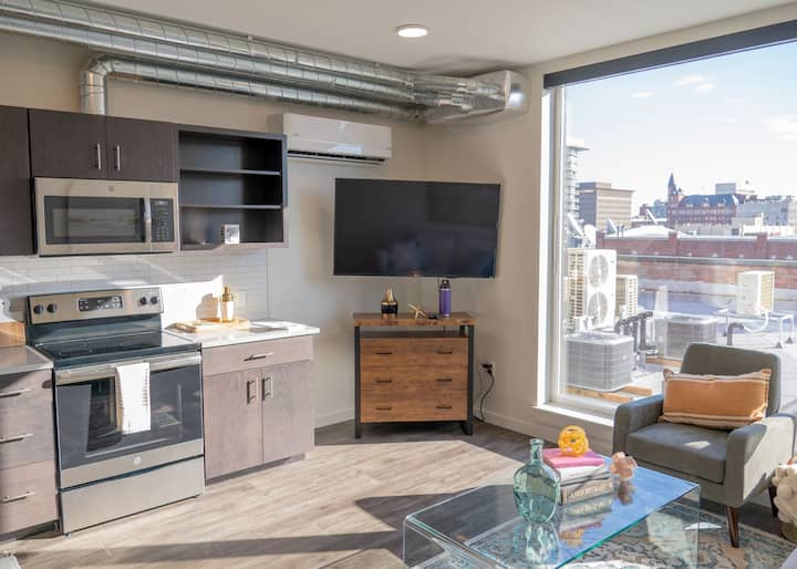 Trendy Downtown Loft 1 Bedroom with Stunning Views