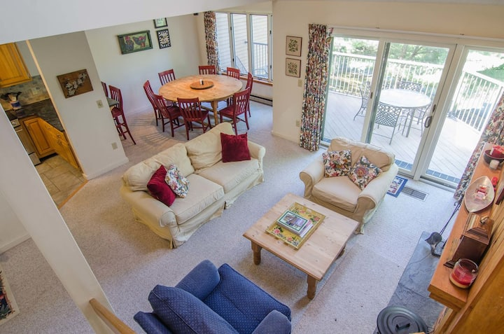 3 Bedroom/ 3 Bath with Spacious Kitchen, Living Room & Ping Pong Table!