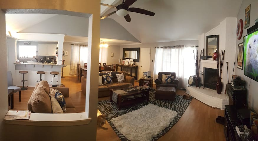 Modern Home, 20 minutes From NRG Stadium! - Friendswood - Ház