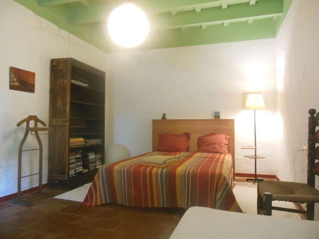 Amplia habitación en el campo, Menorca. - Sant Lluís - Huis