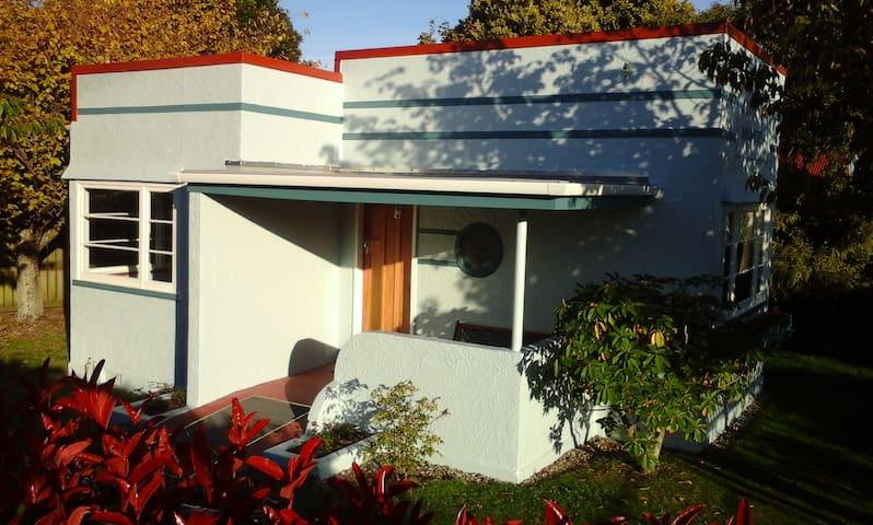 Self-contained historical studio accommodation - Kaponga - House